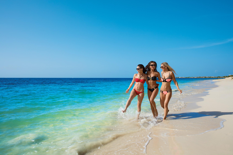 BRERC_Girlfriends_Beach1_2A-min